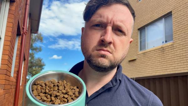 Thousands support calls for changes to pet food